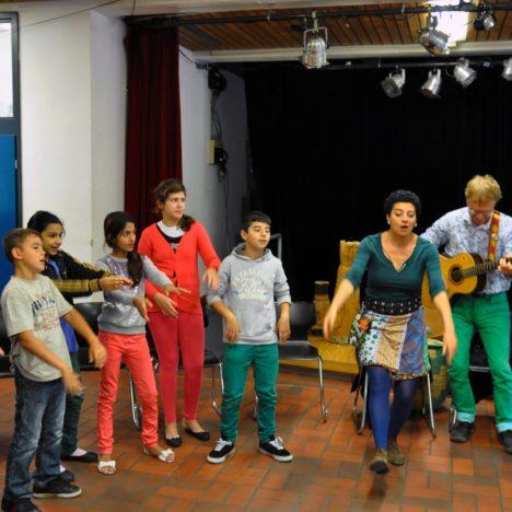 https://karibuni-online.de/wp-content/uploads/2016/11/Fliegende-Feder-Workshop-Wichi-Tai-Tai.jpg