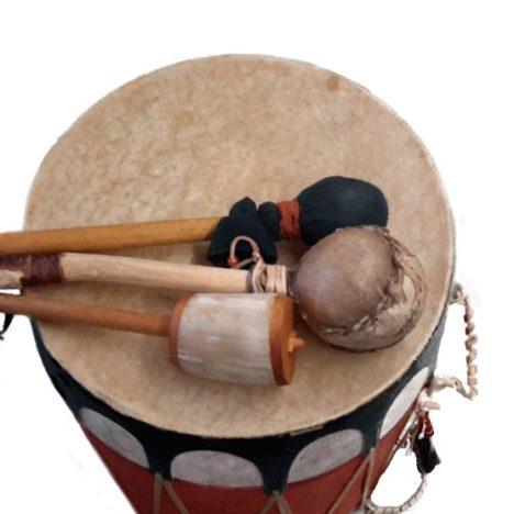 https://karibuni-online.de/wp-content/uploads/2016/11/Hopi-Tromme-1Türkis.jpg