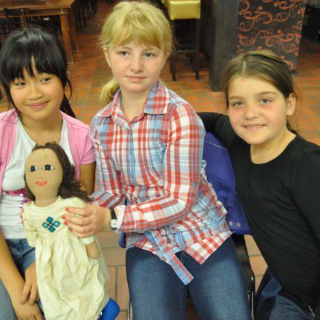 https://karibuni-online.de/wp-content/uploads/2016/11/Kinder-und-äth-Puppe.jpg